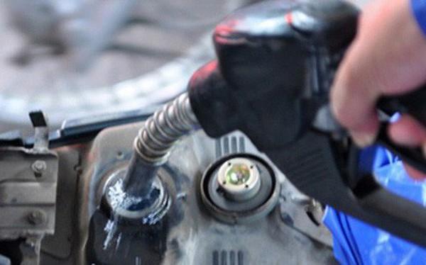 Giá xăng tiếp tục tăng gần 1.000 đồng/lít, xăng RON95 vượt mốc 22.000 đồng/lít
