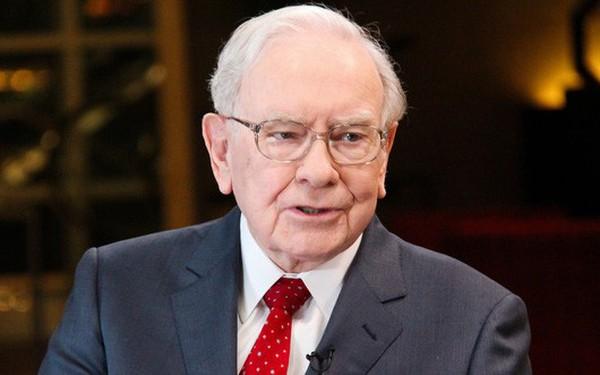 """Warren Buffett thừa nhận """"là kẻ ngốc vì không mua cổ phiếu Amazon từ trước"""""""
