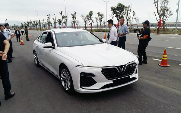 """Người Việt từng trải nghiệm BMW, Mercedes lái thử VinFast Lux tại Hải Phòng nhận xét: """"Rất tốt"""""""