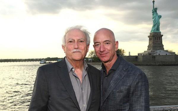 Mike Bezos - Từ cậu bé 16 tuổi một mình từ Cuba nhập cư vào Mỹ đến cha của người đàn ông giàu nhất thế giới