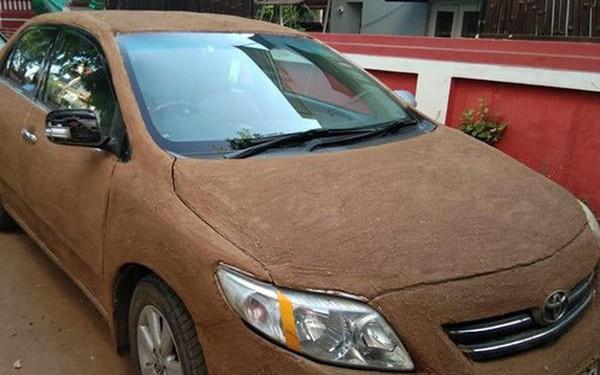 Internet Ấn Độ xôn xao vì chiếc xe nghi bọc phân bò để làm mát