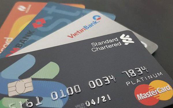Các ngân hàng đang tính lãi thế nào với thẻ tín dụng?