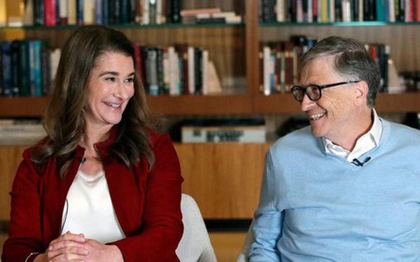 """Đừng tưởng """"tỷ phú rửa bát"""" Bill Gates đã """"ngoan"""" ngay từ đầu nhé, tất cả là nhờ chiêu """"dạy chồng"""" bài bản của người vợ bản lĩnh này đây"""