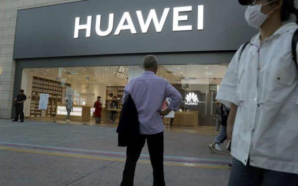 'Nóng mắt' vì bị liệt danh sách đen, Huawei yêu cầu hàng loạt nhân viên Mỹ về nước