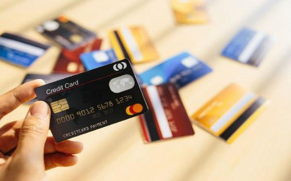 """Ngân hàng nào đang có lãi suất thẻ tín dụng """"dễ chịu"""" nhất hiện nay?"""