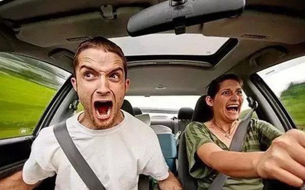 """Cứ bảo """"đừng bán xăng cho chị em"""" nhưng thực tế đàn ông hay phụ nữ lái xe tốt hơn? Khoa học đã có câu trả lời rồi đây"""