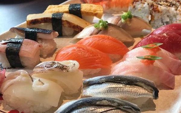 """Khách """"tố"""" đi ăn sushi 7 triệu, riêng tiền trà 1 triệu: Nhân Sushi Kim Mã phản ứng bất ngờ"""