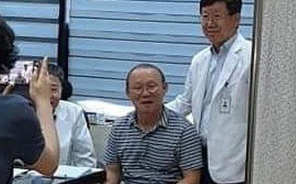 HLV Park Hang-seo gặp vấn đề về sức khỏe, phải đi khám gấp khi về tới Việt Nam