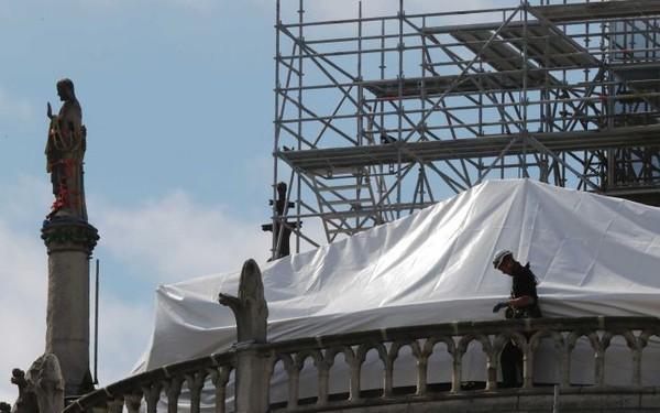 Tỷ phú hứa hẹn nhưng chưa chi 1 xu, Pháp xây dựng lại Nhà thờ Đức Bà Paris thế nào?