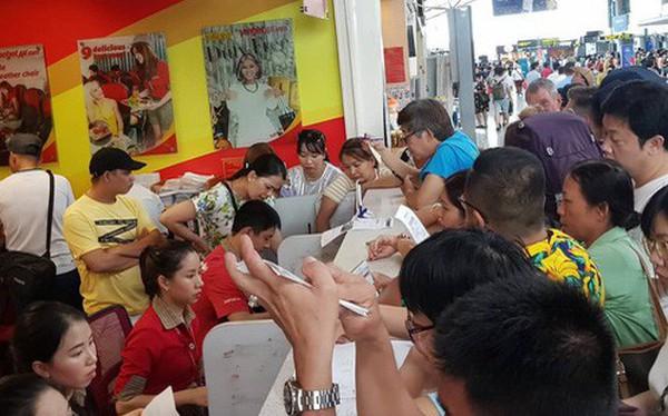 Vietjet hoãn chuyến gần 15 tiếng, hành khách bao vây quầy vé tại sân bay Đà Nẵng