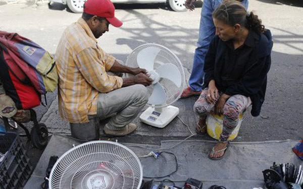 Lâm cảnh khó khăn, người dân Venezuela tích cực dùng đồ tái chế