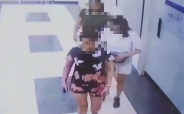 Vụ 2 người phụ nữ dùng mũ bảo hiểm che camera để tiểu bậy trong thang máy: Phạt chủ hộ 2 triệu đồng