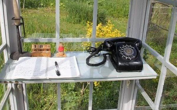 """Câu chuyện về bốt điện thoại kỳ lạ nhất quả đất ở Nhật Bản: Nằm chơ vơ giữa vùng đất hoang vắng, là nơi để """"người sống liên lạc với người đã chết"""""""