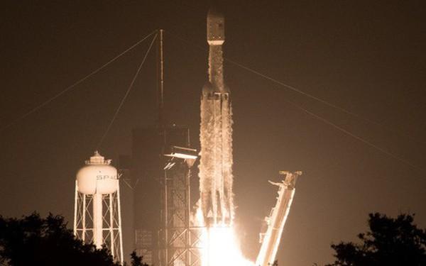 Ba nghiên cứu vừa đi theo tàu Falcon Heavy lên Vũ trụ sẽ thay đổi thế giới: buồm ánh sáng, nhiên liệu tên lửa sạch và đồng hồ nguyên tử