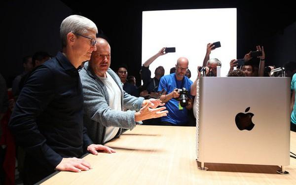 Jony Ive rời Apple vì mâu thuẫn chiến lược với CEO Tim Cook?