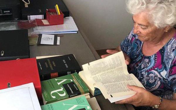 """Bà cụ 82 tuổi """"mừng rơi nước mắt"""" khi đỗ đại học: Nhà nghèo, lúc 10 tuổi bị bố bắt bỏ học đi chăn dê!"""