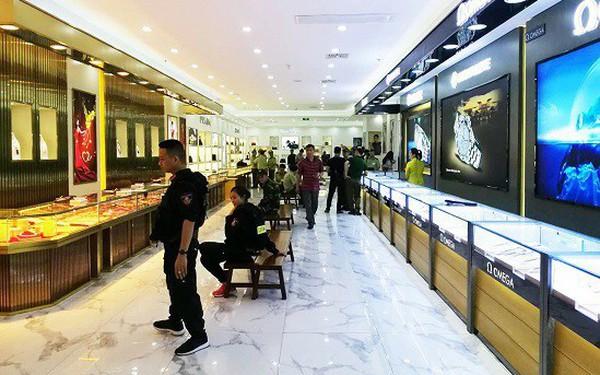 'Đột kích' trung tâm mua sắm, thu lượng hàng hiệu nghi giả gần 100 tỷ đồng