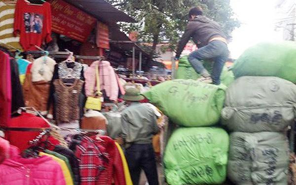 Hà Nội: Tạm giữ hàng trăm nghìn mét vải giả tại chợ Ninh Hiệp