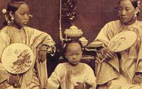Các Phi tần nhà Thanh phải chấp nhận làm chuyện này với con từ khi sinh ra để đánh đổi quyền lực, cả Hoàng hậu cũng không ngoại lệ