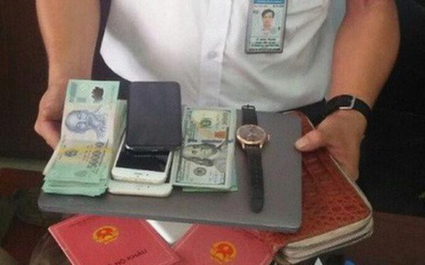 Hành khách để quên balô có 2 sổ hộ khẩu, đồng hồ Rolex ở sân bay Tân Sơn Nhất