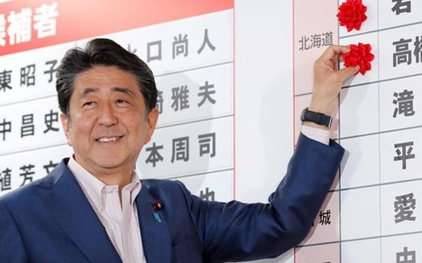 Ông Shinzo Abe sẽ tiếp tục là Thủ tướng Nhật Bản nhưng không đủ số phiếu để thay đổi Hiến pháp Hòa bình