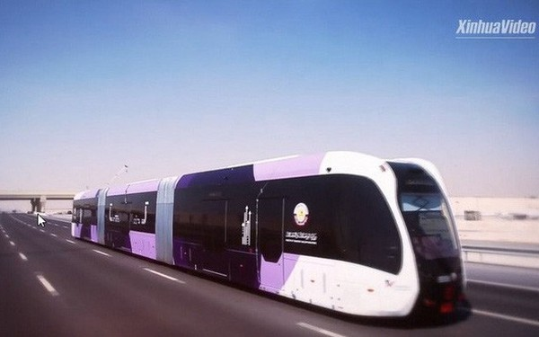 Trung Quốc thử nghiệm xe buýt lai tàu điện trên đường phố Qatar, sẵn sàng đón du khách tới tham dự World Cup 2022