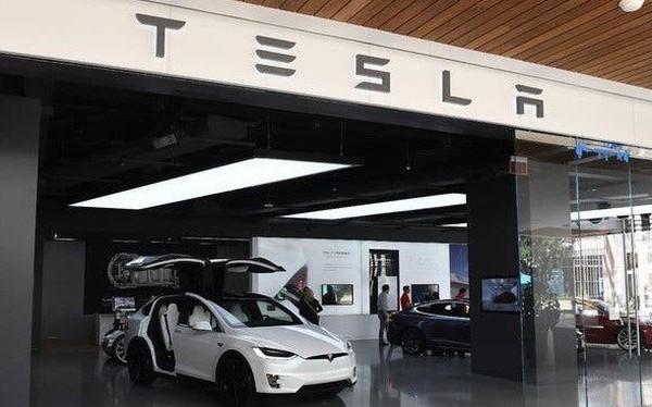 Tesla thua lỗ hơn 1 tỷ USD trong năm 2019, giám đốc công nghệ từ chức
