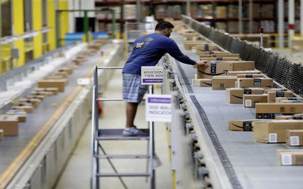 """Nhân viên cấp cao của Amazon tiết lộ: Điều kiện làm việc của nhân viên kho là """"sự xấu hổ"""" cho cả công ty"""