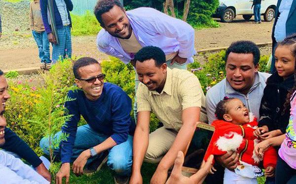 Ká»· lục đáng nể của Lục địa Đen: Trong 12 giờ, Ethiopia trồng được 350 triệu cây xanh