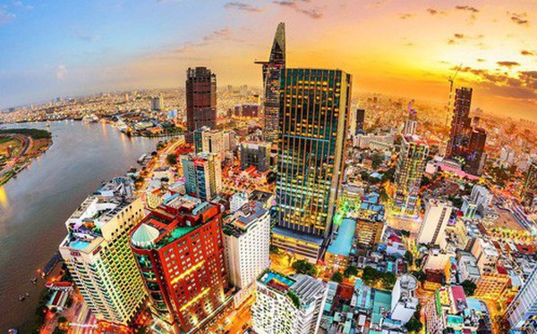 Kinh tế tăng trưởng - người Việt ôm tiền đầu tư cả bất động sản trong và ngoài nước
