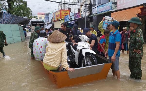 Mưa lớn kéo dài, Phú Quốc như trong cơn 'đại hồng thủy'
