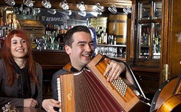 """Lối sống """"craic"""" vui vẻ đến lạ của người Ireland: Không tiêu xài hoang phí, người hành khất hay tỷ phú đều được đối xử công bằng"""