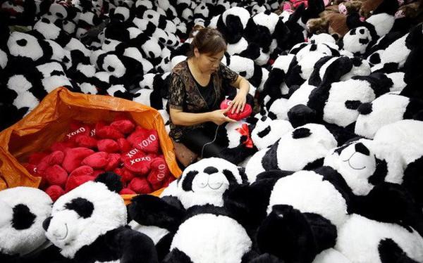 Vì sao Mỹ bất ngờ hoãn tăng thuế với một số hàng tiêu dùng Trung Quốc?