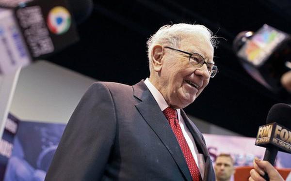 """Phần lớn nhà đầu tư """"quay lưng"""" với cổ phiếu nhóm này, tại sao Warren Buffett lại đi ngược xu hướng và tích cực mua lượng lớn cổ phần?"""