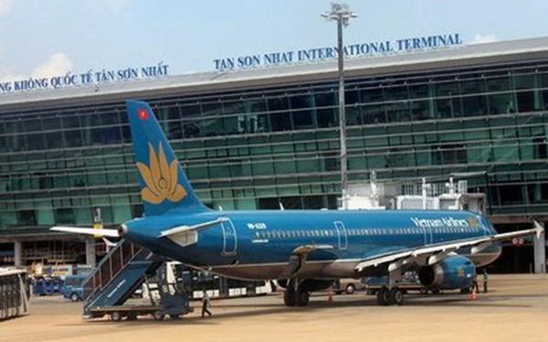 Tại sao sân bay Tân Sơn Nhất luôn quá tải, máy bay thường xuyên bị chậm trễ?