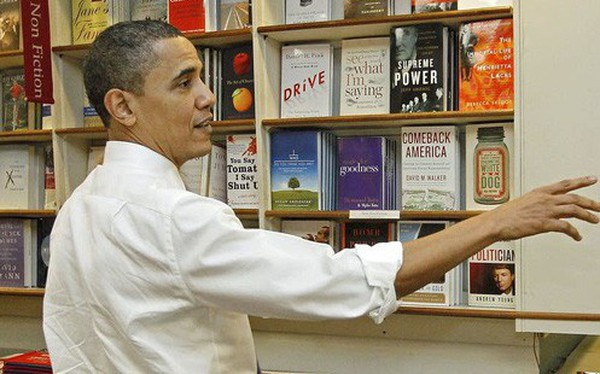 Đến hẹn lại lên, cựu Tổng thống Mỹ Barack Obama tiết lộ 9 tựa sách tâm đắc nhất nhất hè này của mình: Vẫn chưa quá muộn để bạn thử!