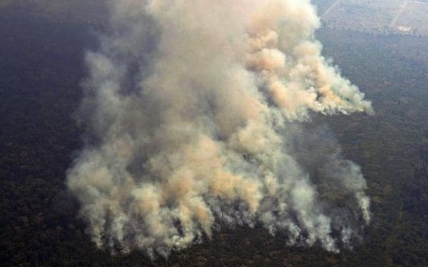 Hình ảnh kinh hoàng về cháy rừng Amazon nhìn thấy từ ngoài không gian