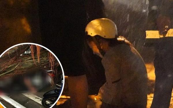 Xót xa cảnh người thân gào khóc thảm thiết tại hiện trường nam thanh niên tử vong vì cây đổ ở Hà Nội