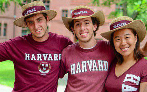 Lương của sinh viên Harvard mới ra trường đã lên đến 1,6 tỷ đồng nhưng chưa là gì so với các trường khác trong khối Ivy League
