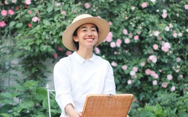 Cô gái trẻ bỏ ra 1,3 tỷ đồng cải tạo đất, mua giống hoa, biến sân nhà thành khu vườn đẹp lung linh