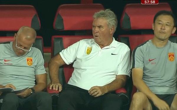 Ngồi im nhìn U22 Trung Quốc thua U22 Việt Nam, HLV Guus Hiddink bị chê thậm tệ