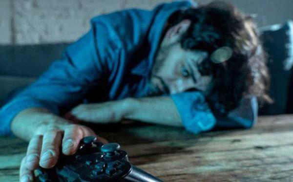 """Khoa học vừa chứng minh: Nam giới """"sống nội tâm, hay khóc thầm"""" thường hay nghiện game"""