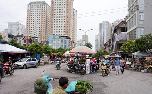 TS. Vũ Thành Tự Anh: Nhiều khu ở Hà Nội, TP. Hồ Chí Minh vô cùng nhếch nhác, chỉ cần tắt đi vài ngọn đèn, biển hiệu, sẽ giống hình ảnh Hà Nội thời bao cấp