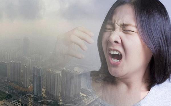 Cuộc sống đảo lộn của người dân Hà Nội những ngày ô nhiễm không khí nặng: Loay hoay tìm đủ cách chống chọi, chẳng dám cho con ra ngoài!