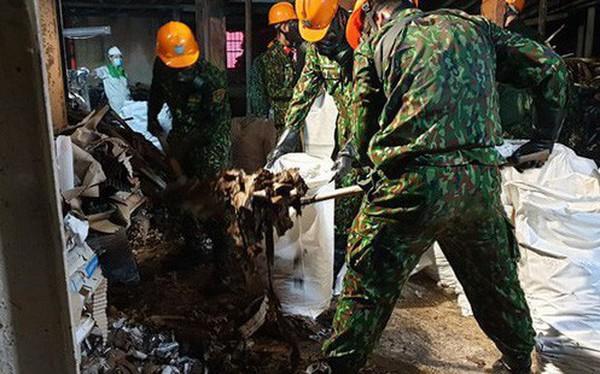 Thu gom trên 1.800 tấn tro xỉ, phế thải từ vụ cháy Công ty Rạng Đông