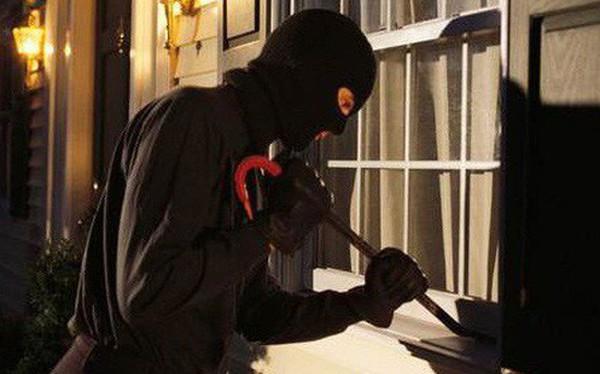Làm rào ngăn trộm, người đàn ông không ngờ có ngày chặn đứng đường sống của người trong nhà