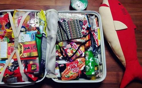Xôn xao tấm ảnh của một thanh niên Hàn Quốc du lịch từ Việt Nam trở về: Vali toàn mỳ gói!
