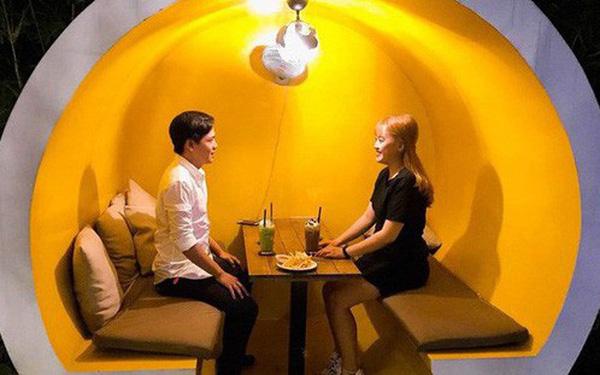 Giới trẻ Sài Gòn khám phá uống cà phê trong... cống