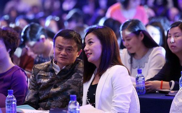 Jack Ma: 'Đằng sau người đàn ông thành đạt luôn có một người phụ nữ mạnh mẽ. Riêng tôi lại có rất nhiều'