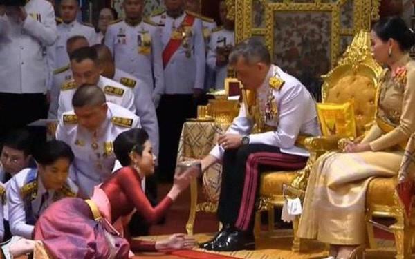 Nhìn lại 3 tháng ngắn ngủi tại vị của Hoàng quý phi Thái Lan mới thấy rõ những điều bất thường từ trước